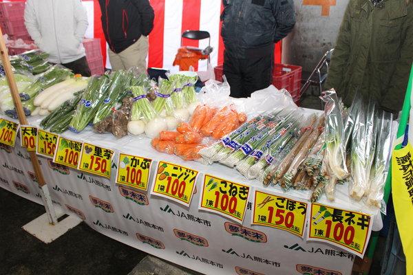 採れたての新鮮野菜12品目が並びました