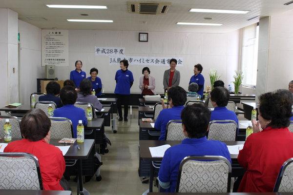 新役員と松下会長(左)