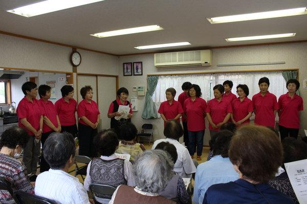 協力役員を紹介する田嶌会長(左から5番目)