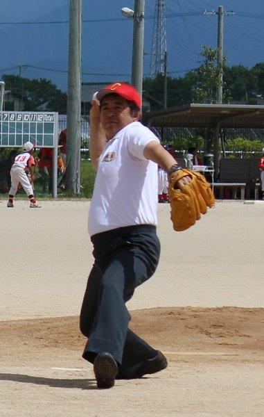 澁江光基専務が始球式を行いました