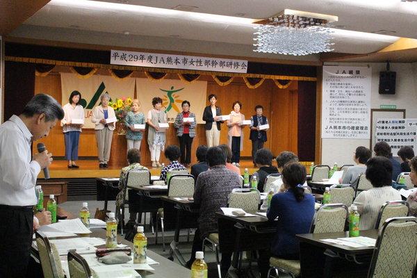 家庭菜園コンクール優績者には記念品を贈呈し、講評をしました。