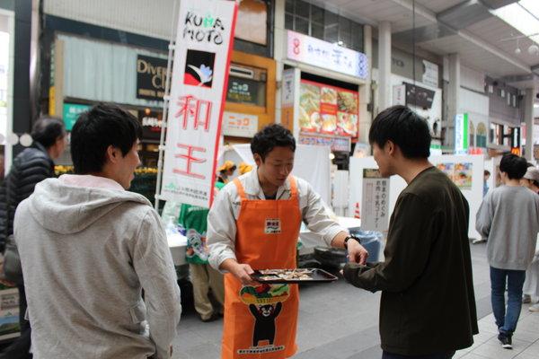 「和王」と「りんどうポーク」を試食宣伝
