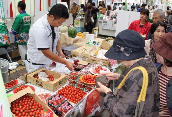 多くの方が熊本市産農産物をお買い求めいただきました。
