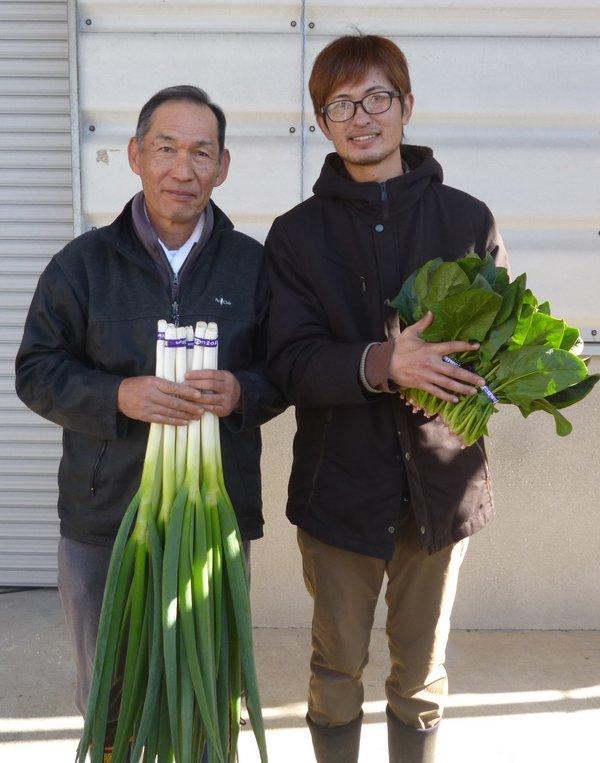 熊本市長賞の今坂さん(左)と、JA組合長賞の西田さん(右)