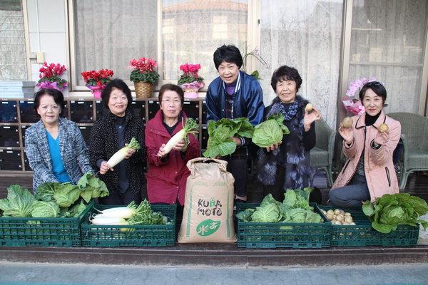 藤富保育園での「子ども食堂」に野菜をお届け