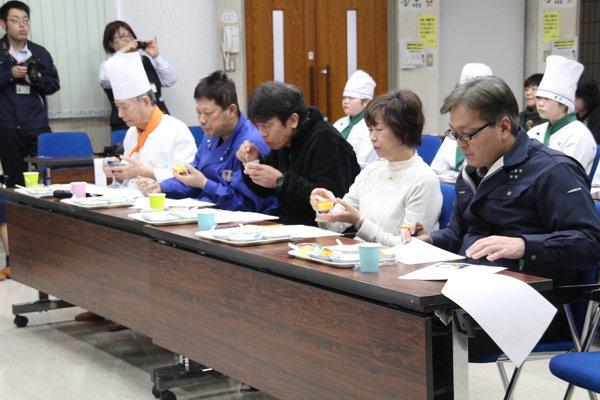 プロの料理研究家やシェフ、生産者らが審査しました