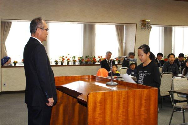 代表で百田桜さんが挨拶を行いました